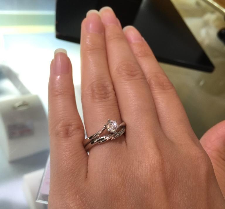 婚約指輪(エンゲージリング)結婚指輪(マリッジリング)重ね付け