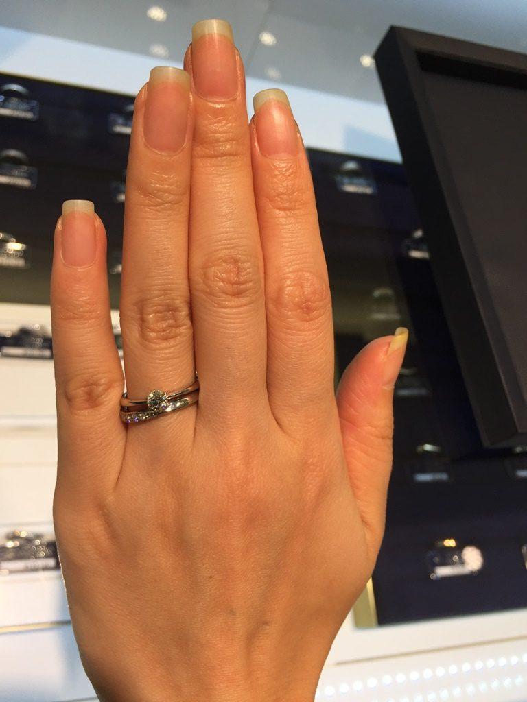 ロイヤルアッシャー_婚約指輪重ね付け2